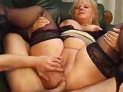 Mature BBW squirts while assfucked tube porn video