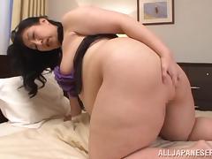 Japanese BBW Fujiko Minegishi lays back and rubs her pussy tube porn video