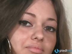 Amateur solo model Emma is relaxing her beautiful feet tube porn video