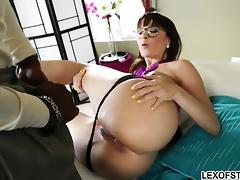 Bootylicious therapist Dana DeArmond pleases massive cock tube porn video