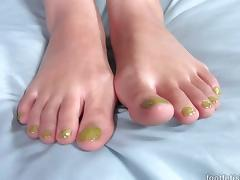 Nadia Ali Has Her Ethnic Feet Covered in Cum tube porn video