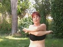 Curvy milf doing workout tube porn video