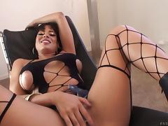 Sexy Latina with a bubble butt likes anal sex and hardcore fucking tube porn video