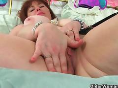 British milf Janey masturbates her unshaven pussy tube porn video