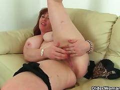 British milf Janey strips off and plays with her hairy pussy tube porn video