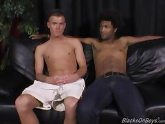 A white guy and a black dude sucking each others cock tube porn video