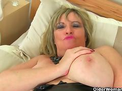 British milf Alisha Rydes masturbates in fishnet tights tube porn video