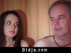 Oldguy has a sex adventure with the girl he meets in sauna tube porn video
