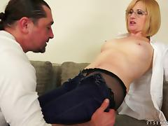 Experienced blonde nerd has her red anus poked with vigor tube porn video
