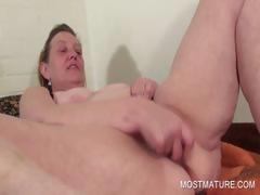 Mature vibrating her craving pussy tube porn video