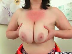 British milf Janey fucks her hairy pussy with a dildo tube porn video