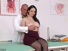 Nekane visits the doctor and he fucks her pretty shaved pussy tube porn video