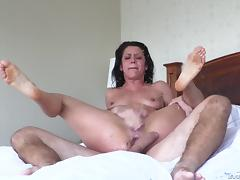 Cougar with natural tits getting throbbed hardcore before squirting tube porn video