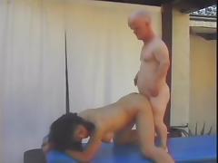 Midget fucks Asian woman tube porn video
