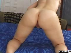 Leenuh Rae cannot resist a horny hunk's massive love tool tube porn video