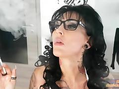 Deutsche real escort Milf raucht - german smoke fetisch tube porn video