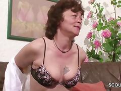 Mutti fickt den Nachbarn mit dem grossen Schwanz tube porn video