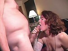 SHE DOES GOOD WORK ON HER KNEES tube porn video