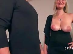 Jolie maman aux gros seins a le cul defonce comme 1 chienne tube porn video
