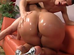 Asstastic Kelly Divine Jiggly Butt tube porn video