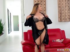 Steamy massage and nice pussy drilling with Kaylani Lei tube porn video