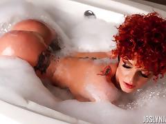Redhead Joslyn James displaying her nice ass while taking bath tube porn video