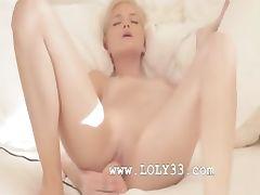 Charming blondie babe in art movie tube porn video