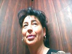 Mature brunette slut suck on hard cock tube porn video