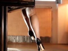 BEAUTIFUL LEGS THE SOUND OF NYLONS tube porn video