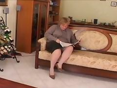 chubby mature play on divan tube porn video