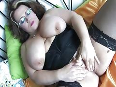 Chubby chick big tits rubs clit tube porn video