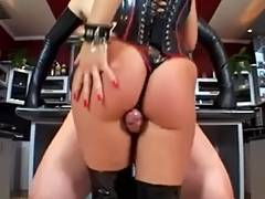 Latex mistresse fuck a bondman tube porn video