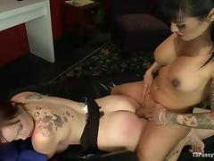Transsexual doctor fucks horny girl in mouth and pussy tube porn video