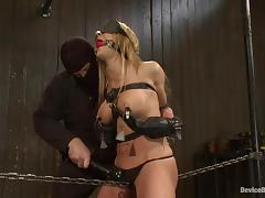 Amy gets blindfolded and bent over in the device tube porn video