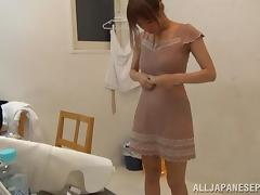 Suzu Tsubaki hot milf in her bikini demonstrates her talents tube porn video