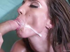 Bootylicious babe Kelly Divine gets her phat pussy screwed tube porn video