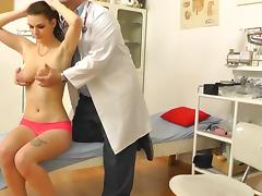 Stunning model is lying naked on the table tube porn video